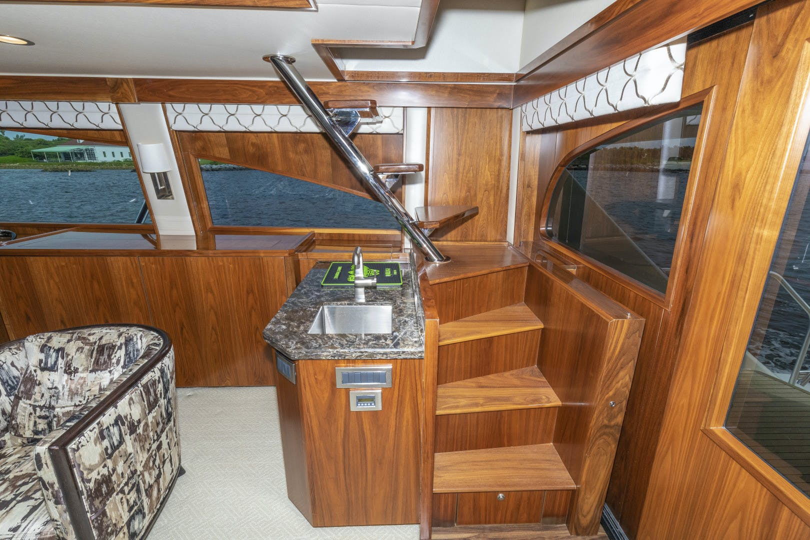2016 Viking 92' Enclosed Bridge Sportfish Bella Dona Di | Picture 4 of 102