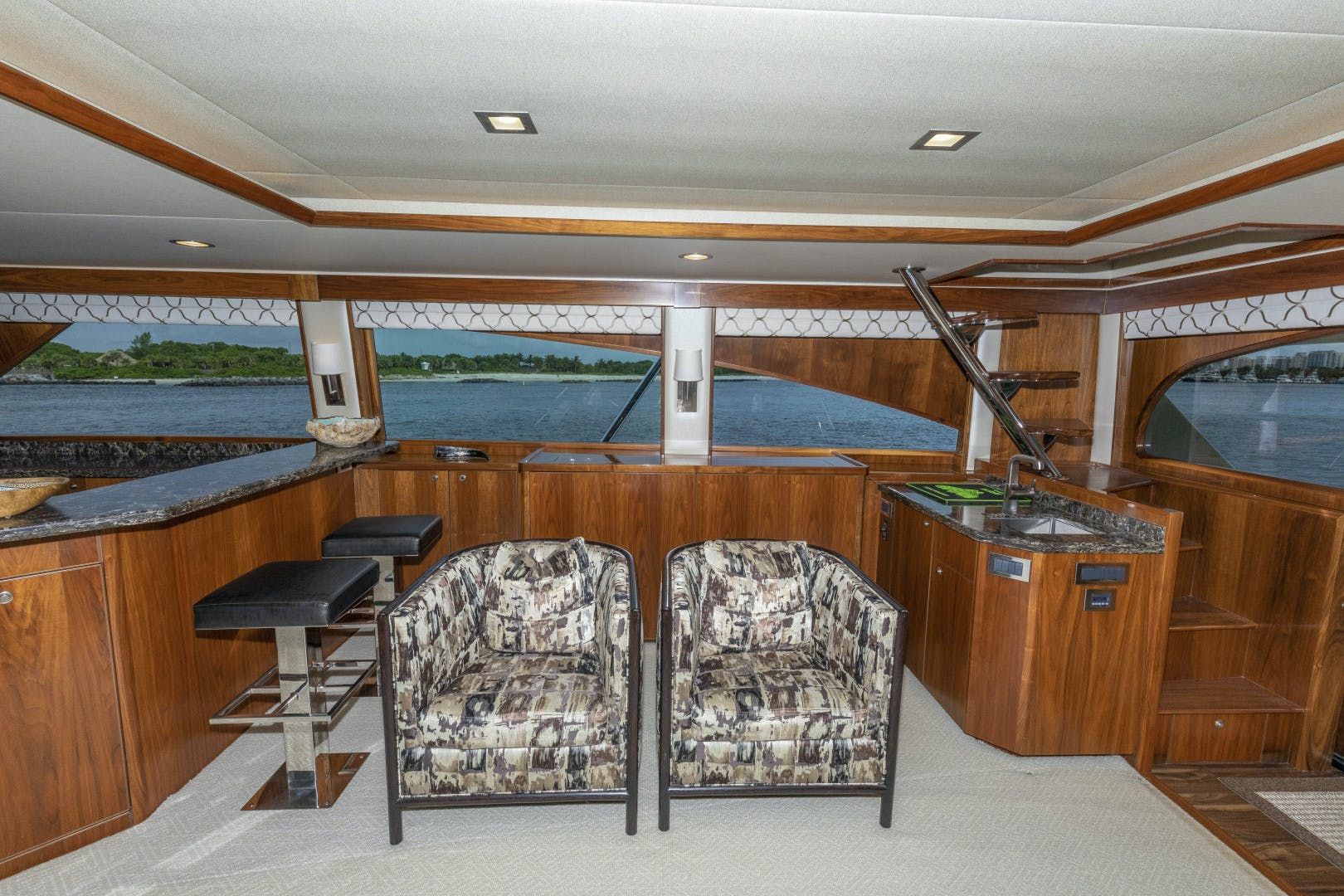 2016 Viking 92' Enclosed Bridge Sportfish Bella Dona Di | Picture 2 of 102
