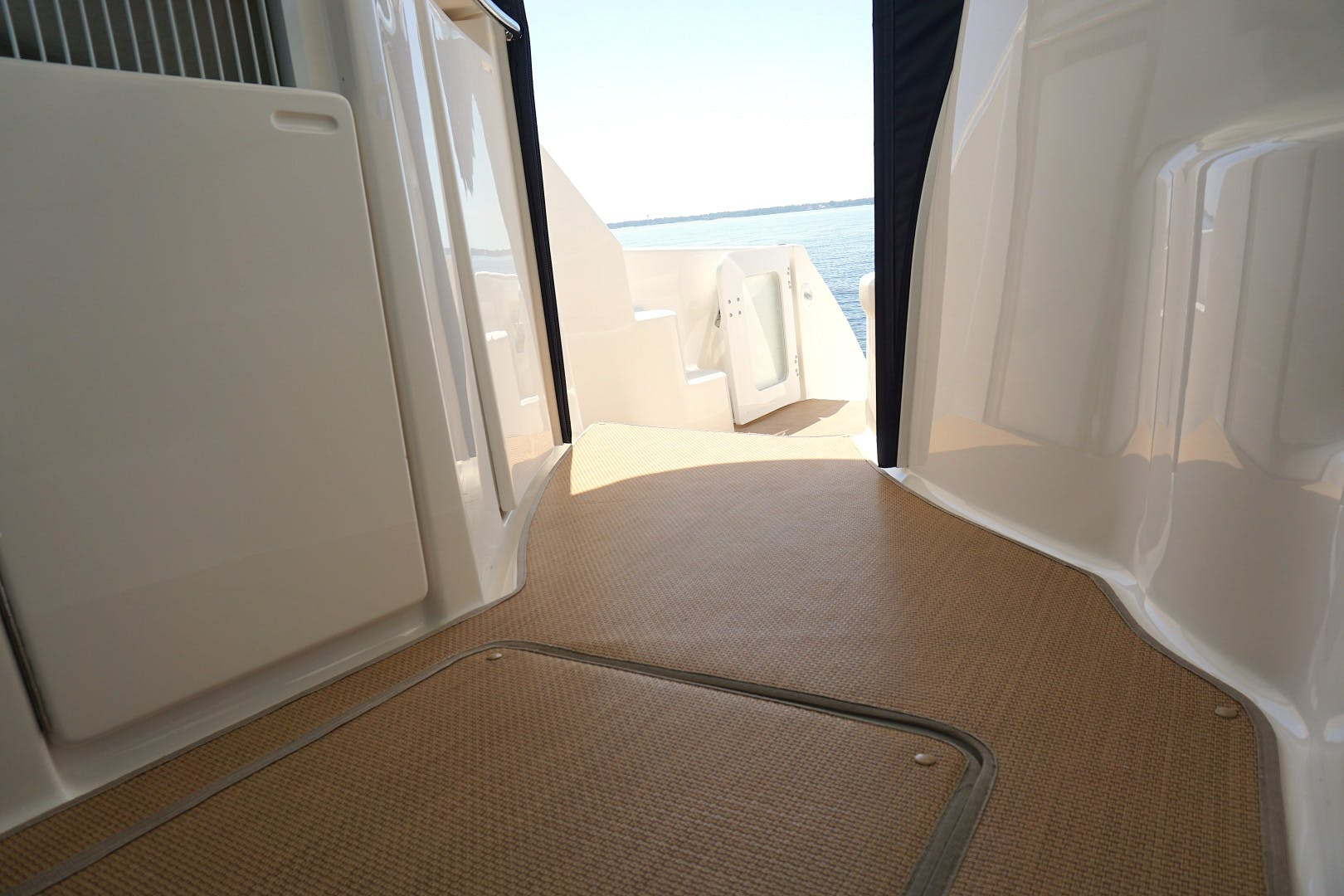 2015 Tiara Yachts 45' 45 Sovran Captain's Choice | Picture 4 of 57