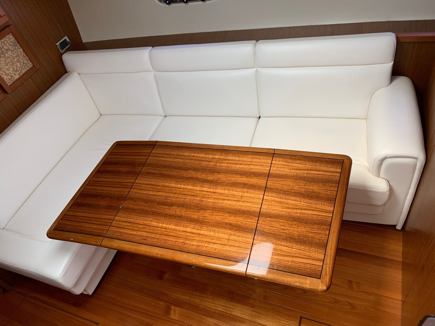 2015 Tiara Yachts 45' 45 Sovran Captain's Choice | Picture 8 of 57