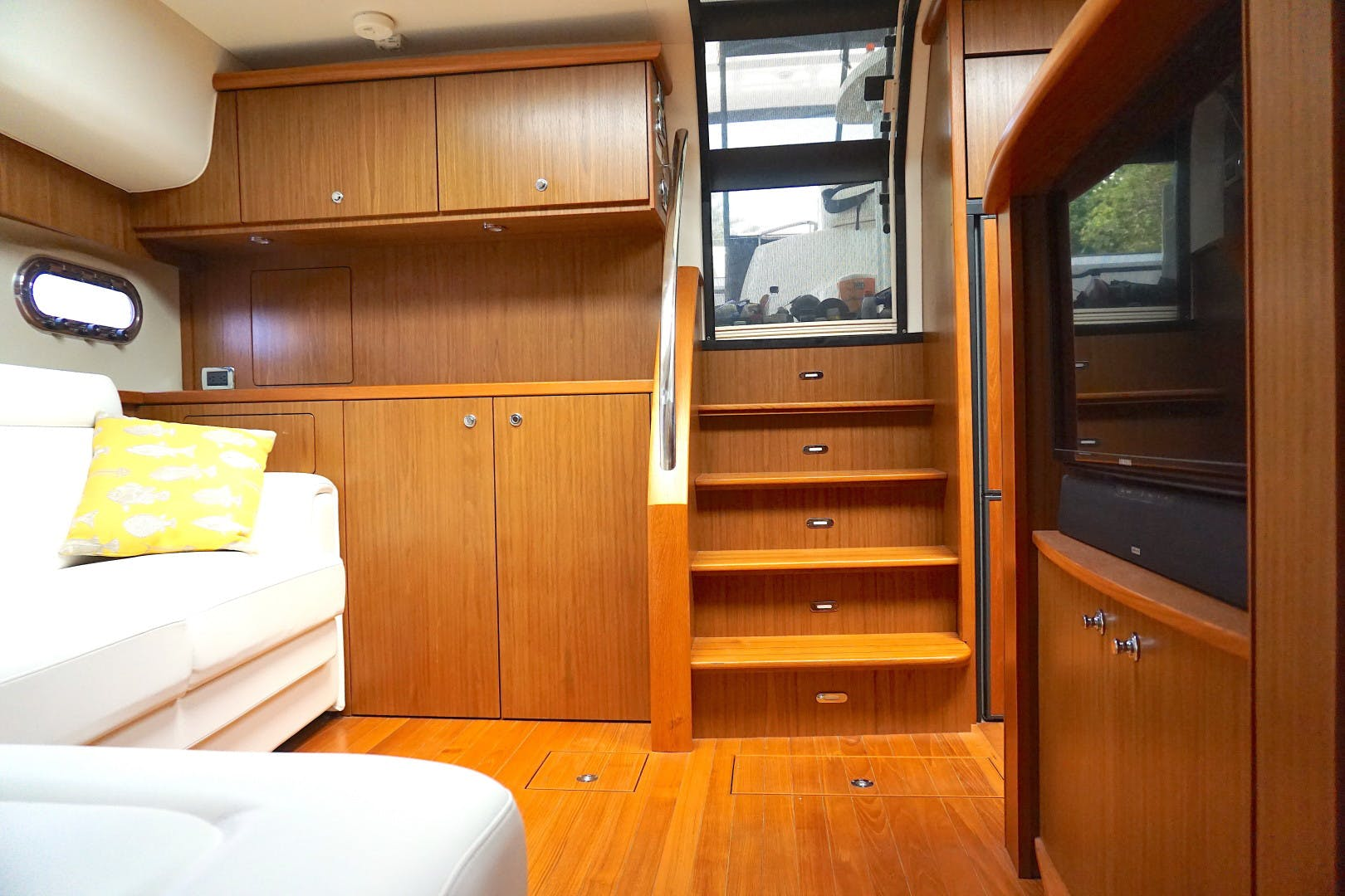 2015 Tiara Yachts 45' 45 Sovran Captain's Choice | Picture 7 of 57