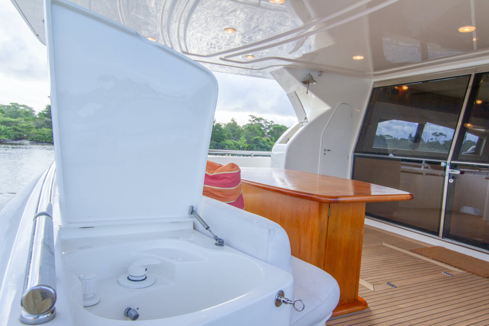 2005 Ferretti Yachts 76' 76 Sea Pal | Picture 7 of 68