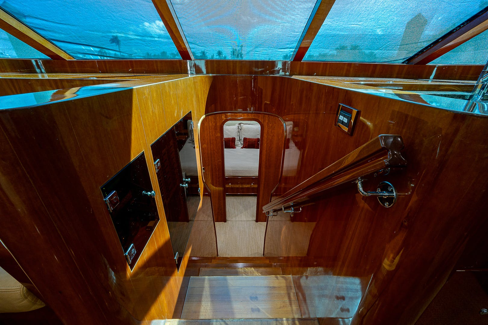 2010 Johnson 70'  RED MOON | Picture 2 of 54