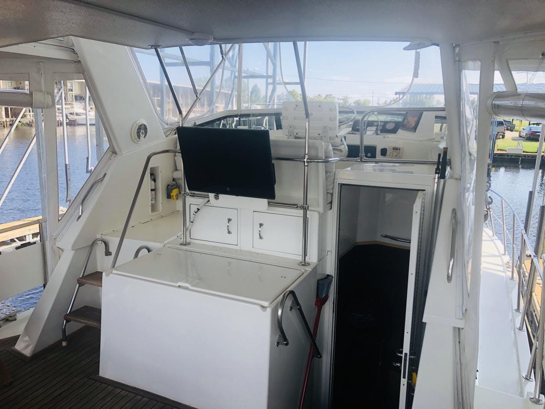 1995 Hatteras 42' Cockpit Motor Yacht EZ2NJOY   Picture 5 of 99