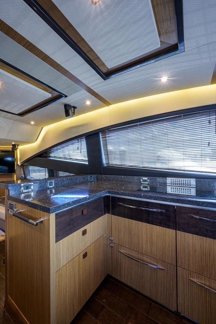 2015 Sea Ray 65' L650 Fly KNOT ON CALL | Picture 3 of 105
