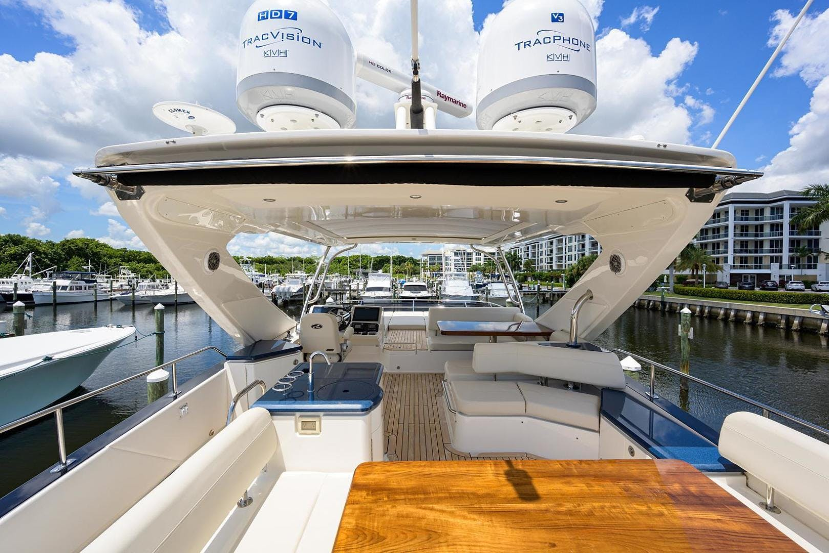 2015 Sea Ray 65' L650 Fly KNOT ON CALL | Picture 7 of 105
