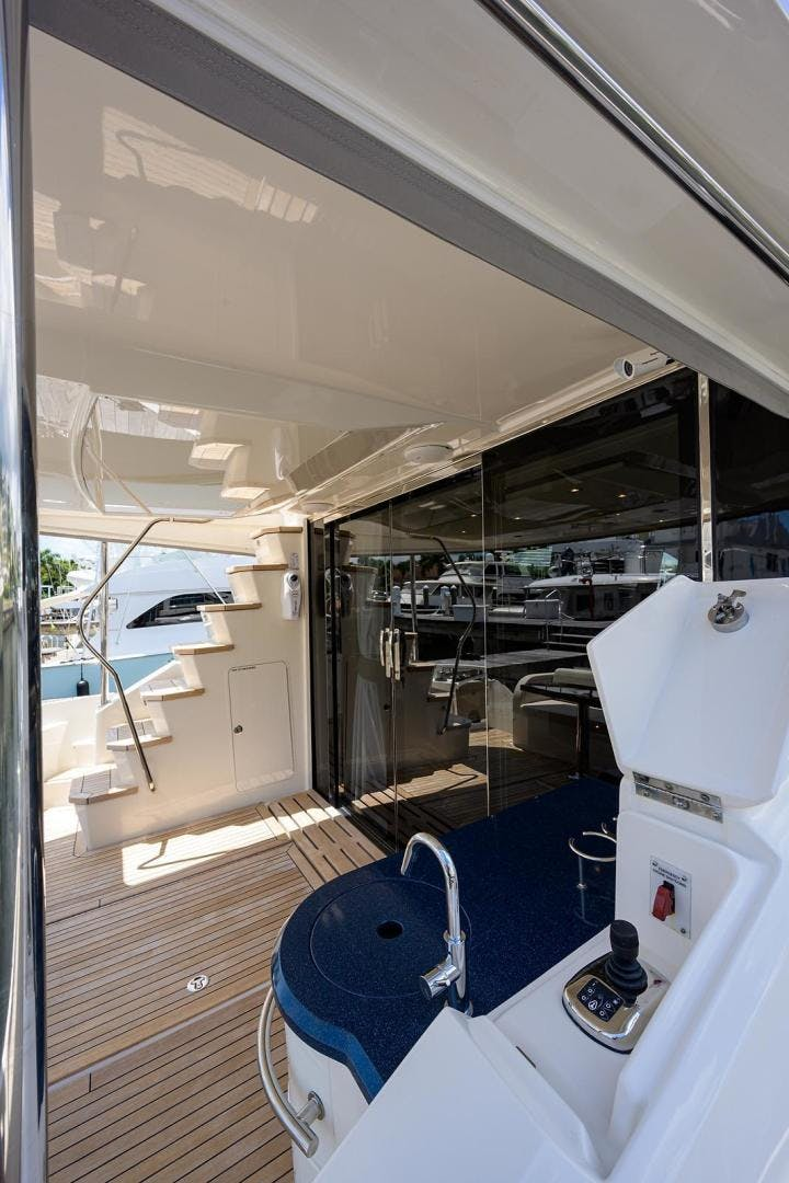 2015 Sea Ray 65' L650 Fly KNOT ON CALL | Picture 4 of 105
