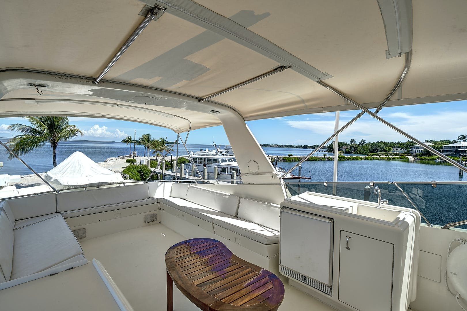 1988 Hatteras 70' 70 Motor Yacht TL Sea | Picture 4 of 53