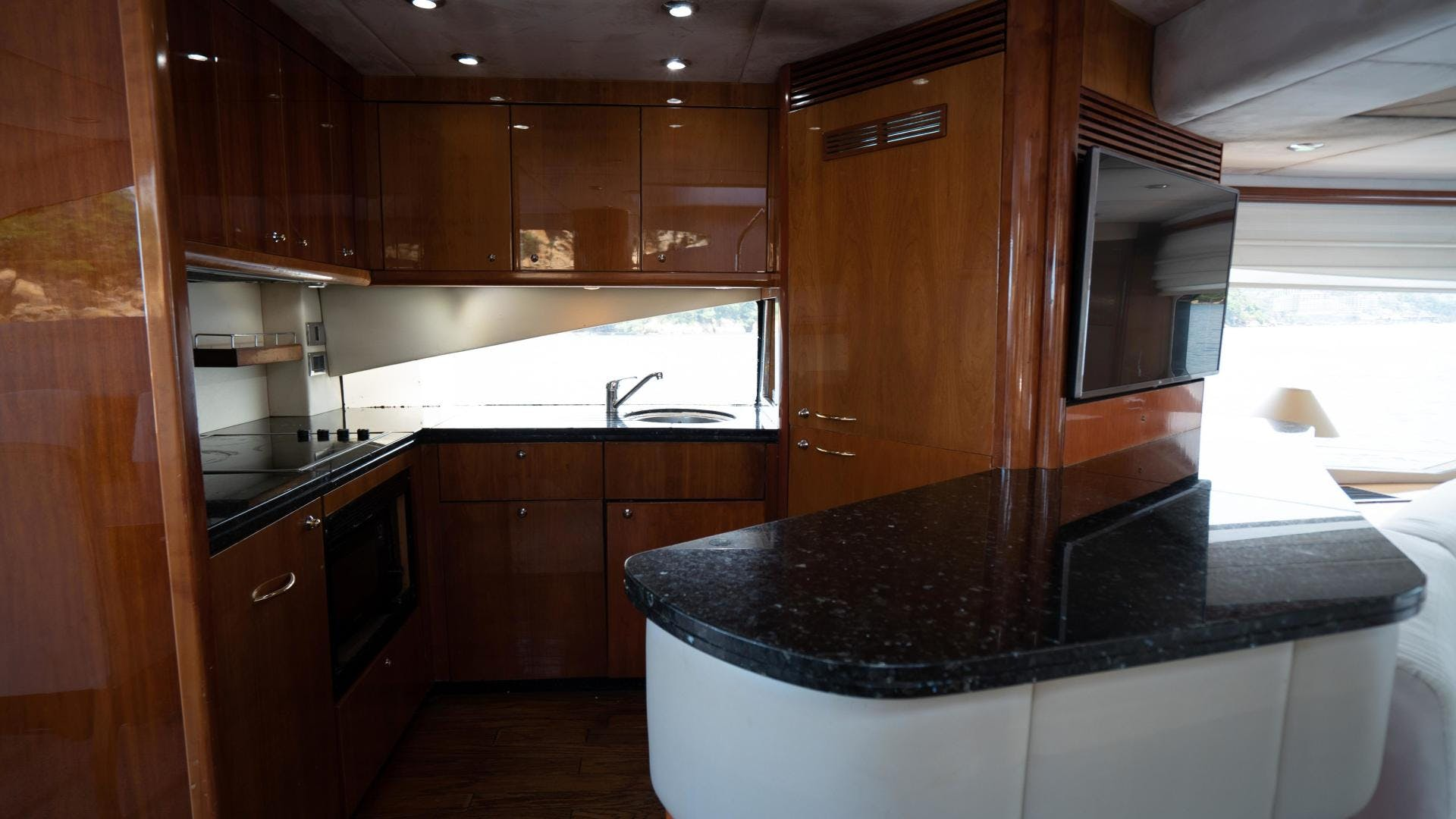 2004 Sunseeker 75' Motor Yacht Lucky | Picture 7 of 93