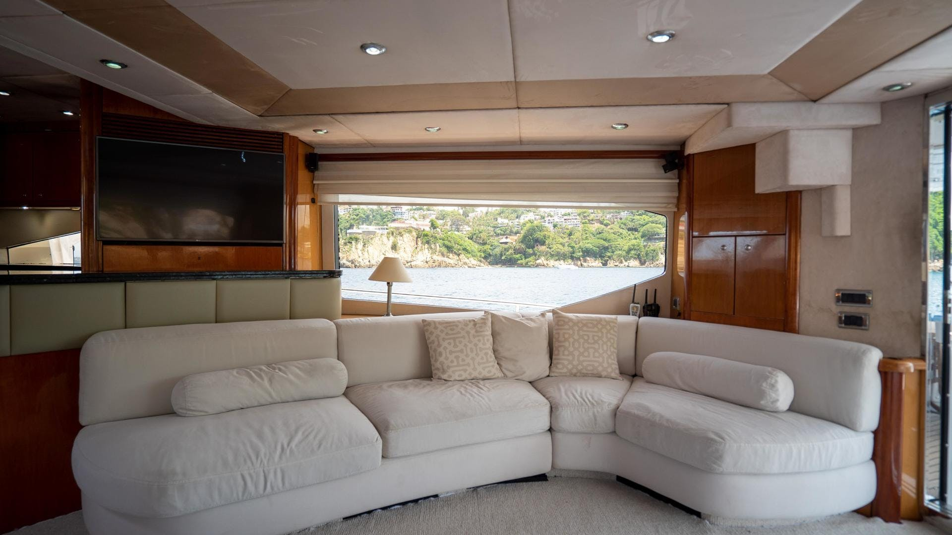2004 Sunseeker 75' Motor Yacht Lucky | Picture 4 of 93
