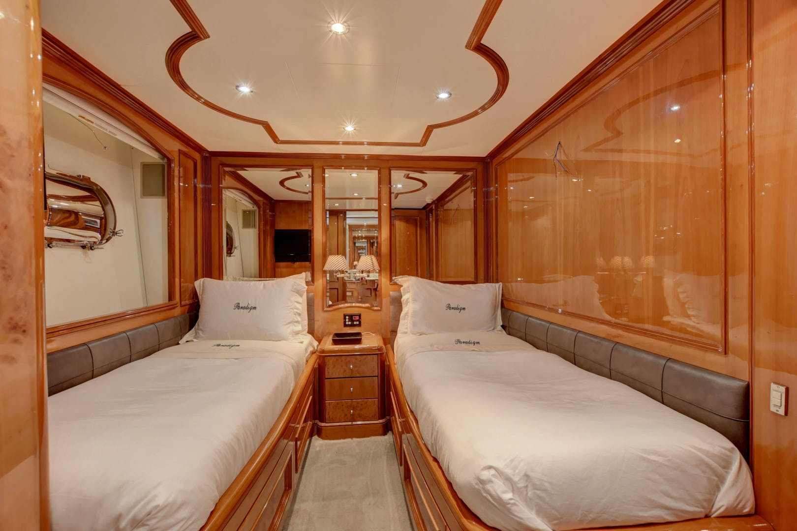 1998 Benetti 115'  PARADIGM | Picture 2 of 30
