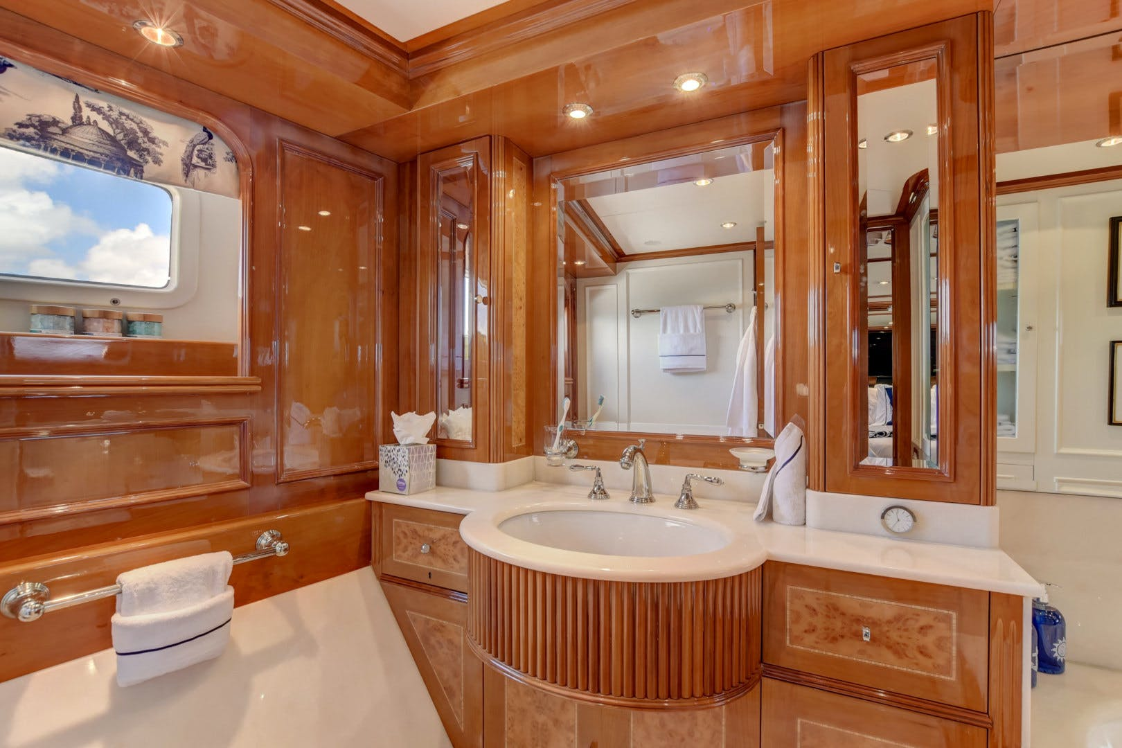1998 Benetti 115'  PARADIGM | Picture 5 of 30