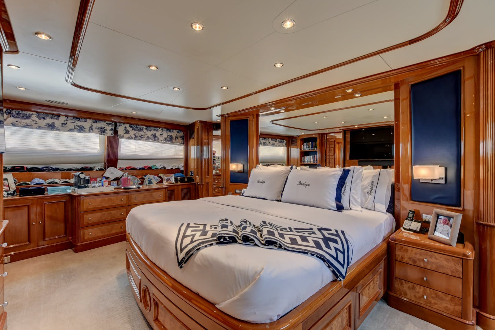 1998 Benetti 115'  PARADIGM | Picture 4 of 30