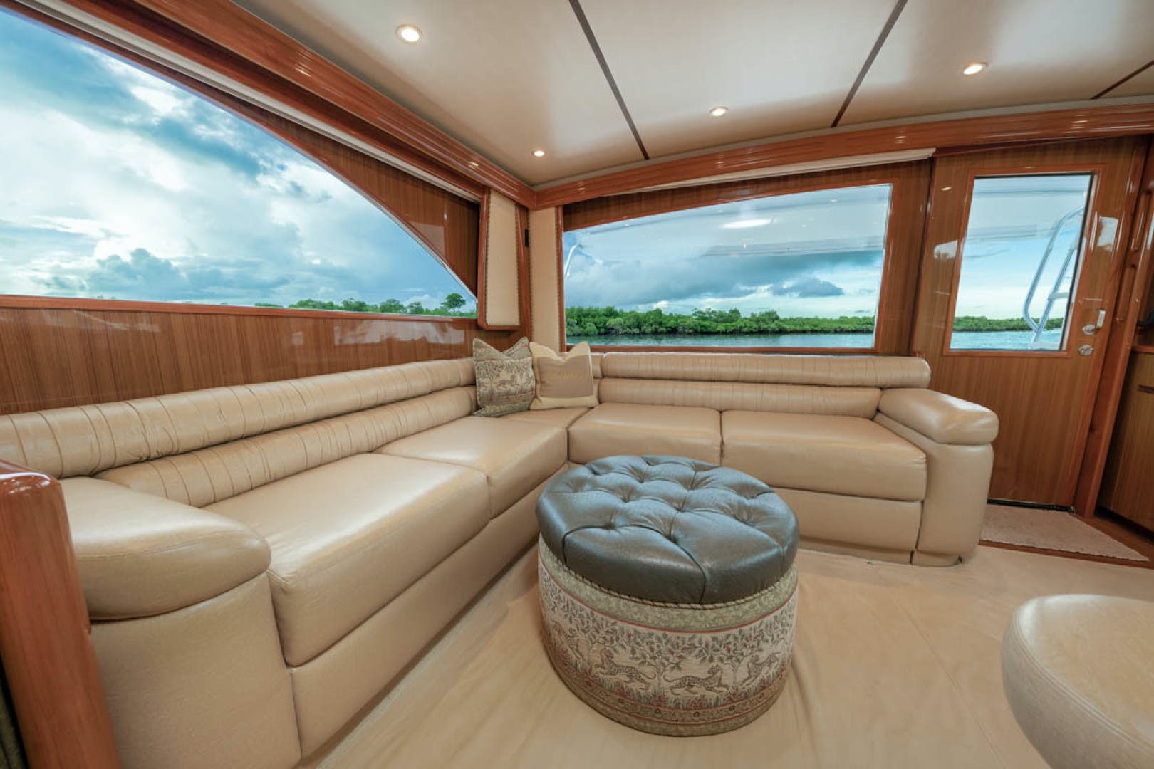 2009 Viking 60' Convertible MOLLIE K | Picture 5 of 57