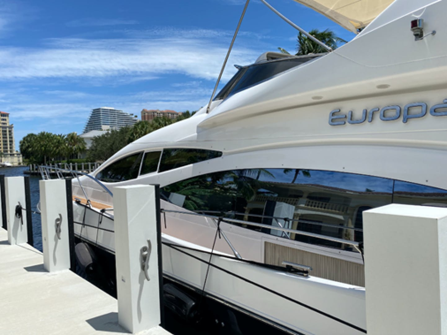 2005 Azimut 68'  EUROPA | Picture 3 of 11