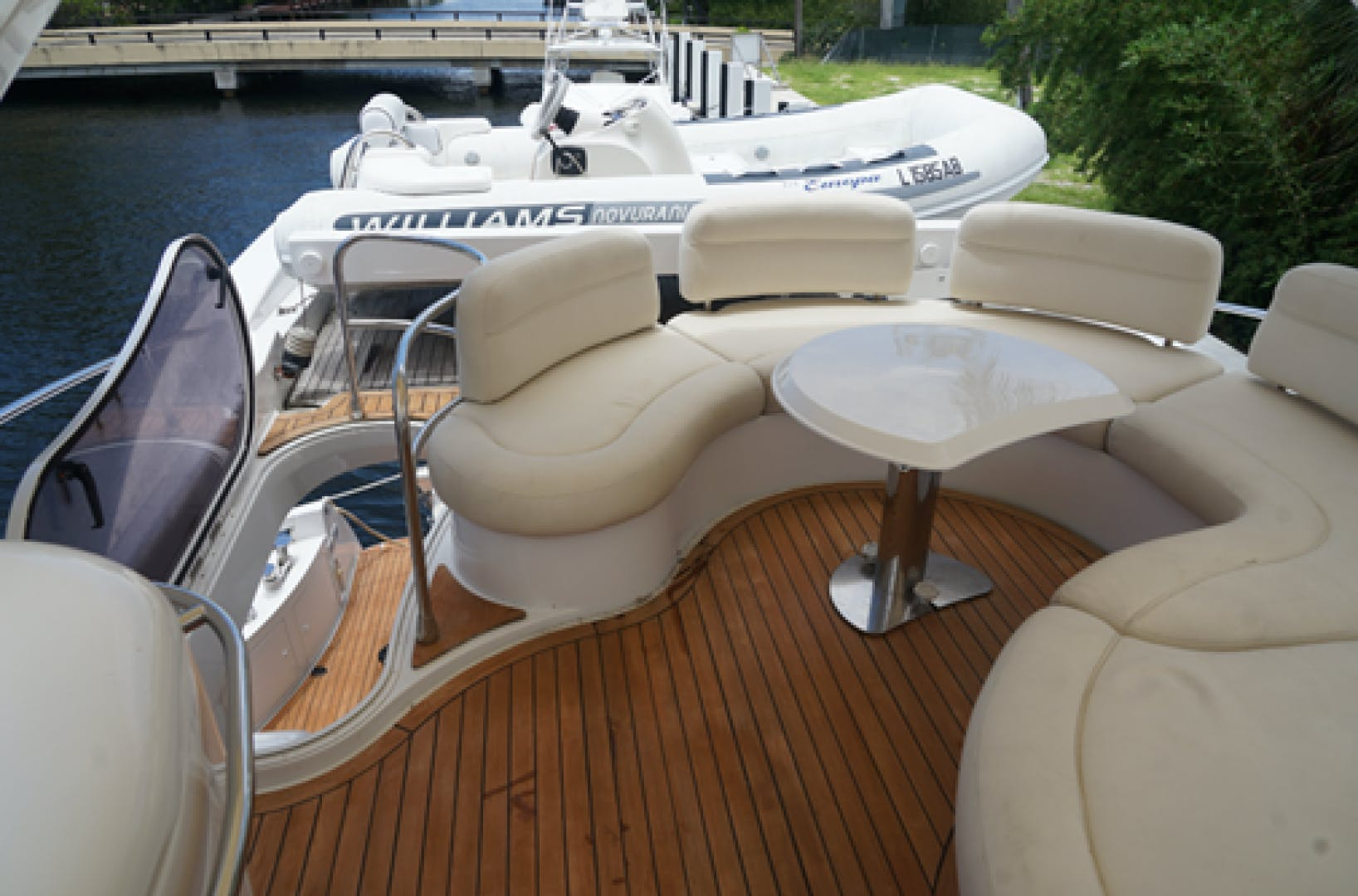 2005 Azimut 68'  EUROPA | Picture 7 of 11