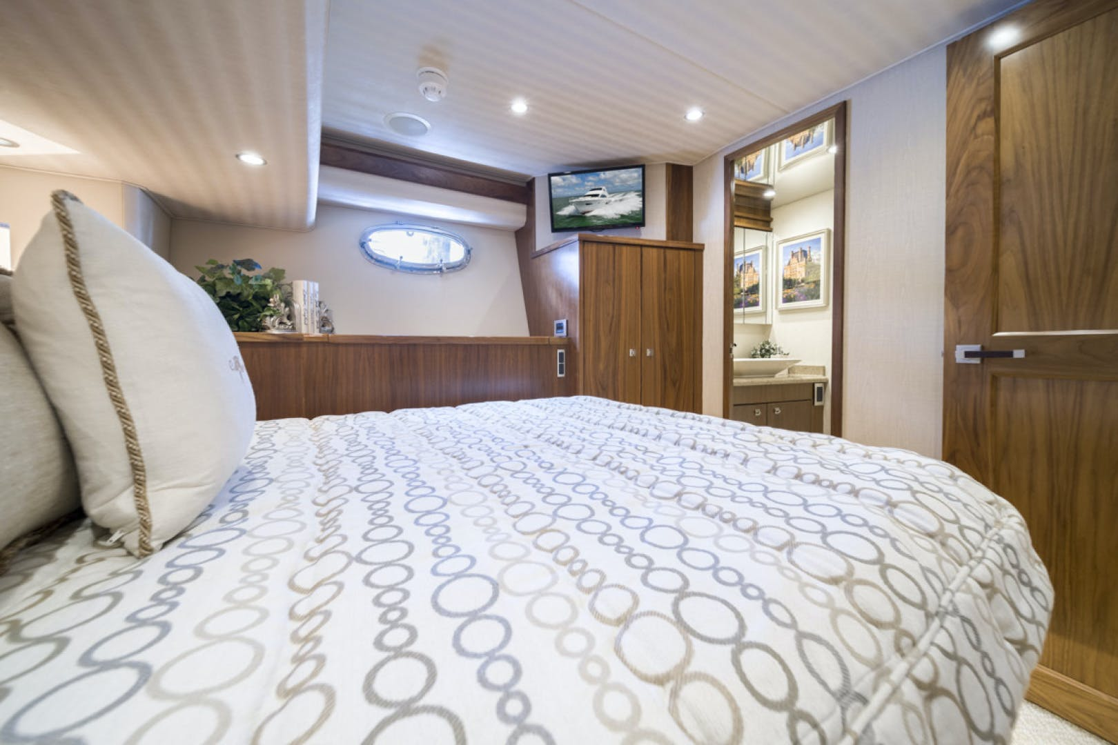 2015 Viking 75' 75 Motor Yacht Knot Guilty | Picture 6 of 98
