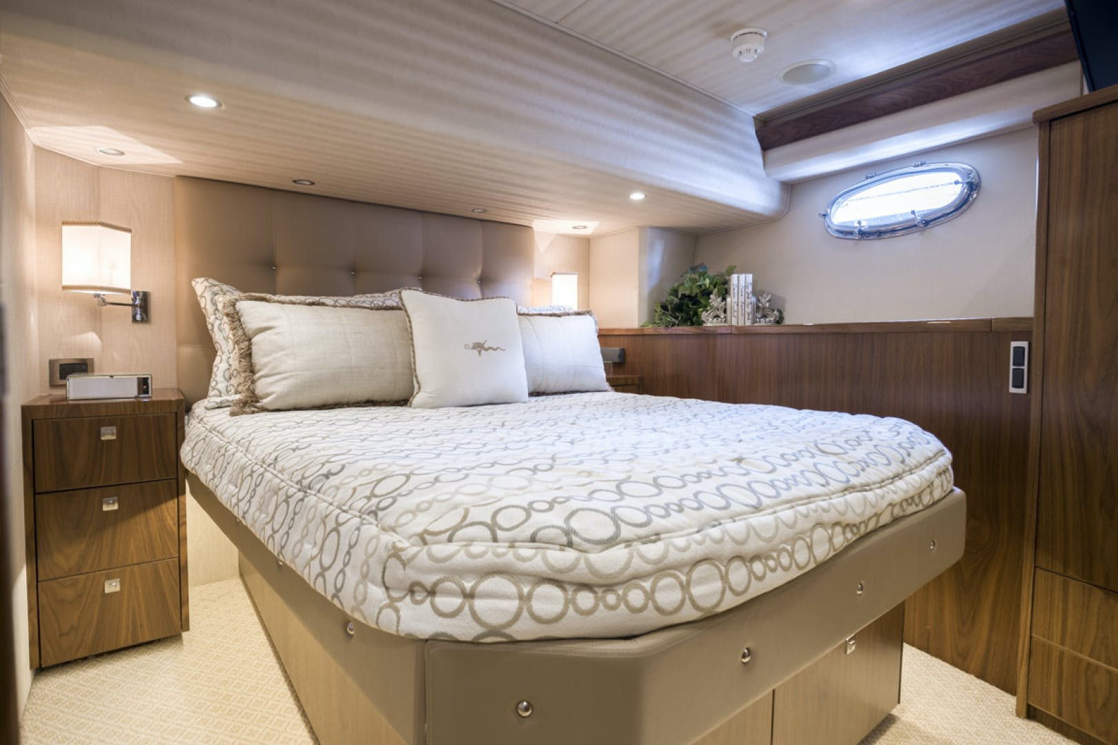 2015 Viking 75' 75 Motor Yacht Knot Guilty | Picture 5 of 98