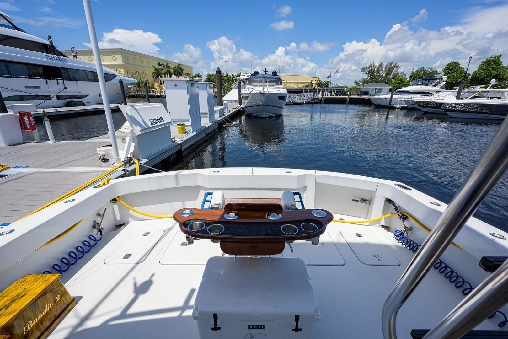 2001 Hatteras 60'  BANDIT 2 | Picture 5 of 37