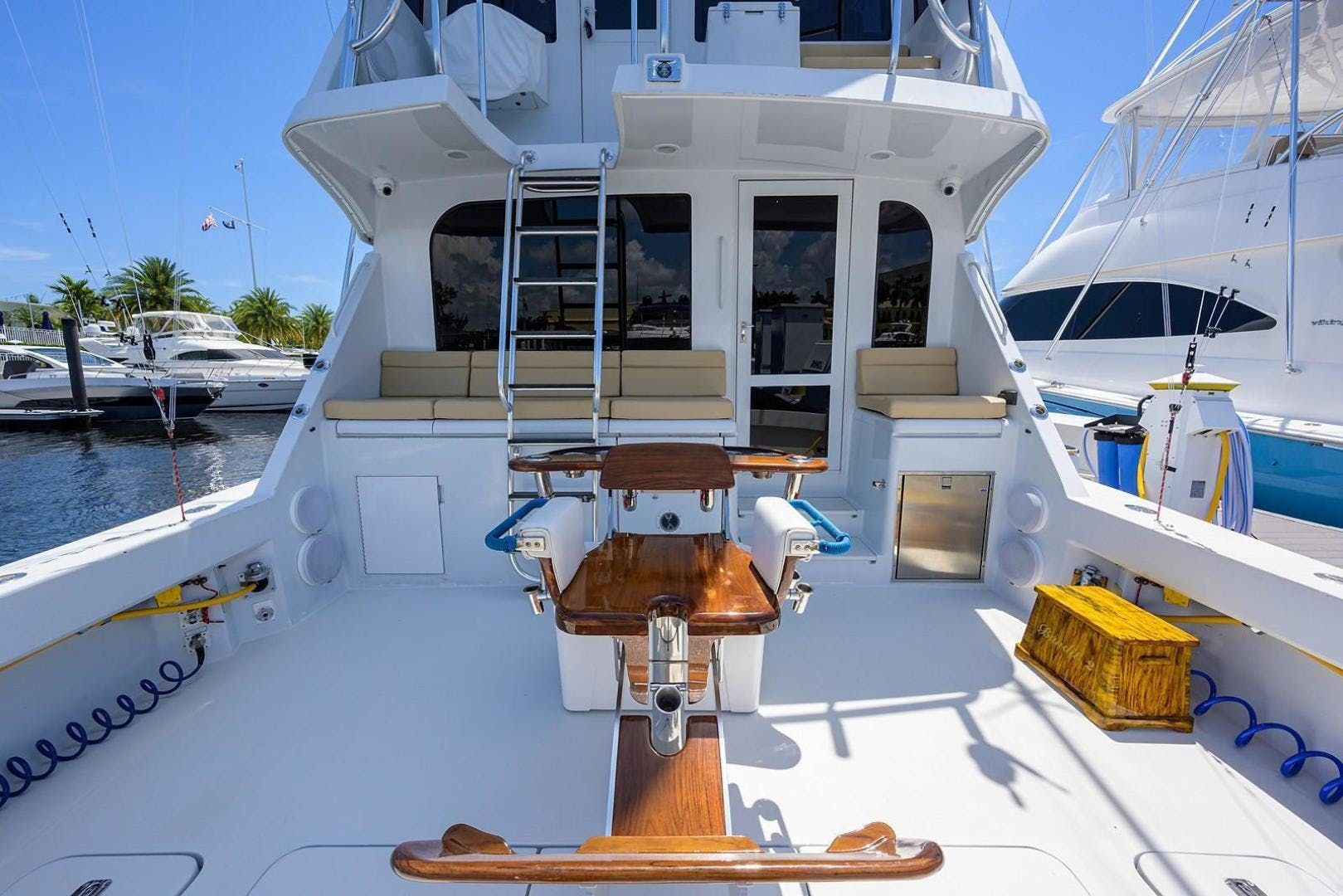 2001 Hatteras 60'  BANDIT 2 | Picture 6 of 37