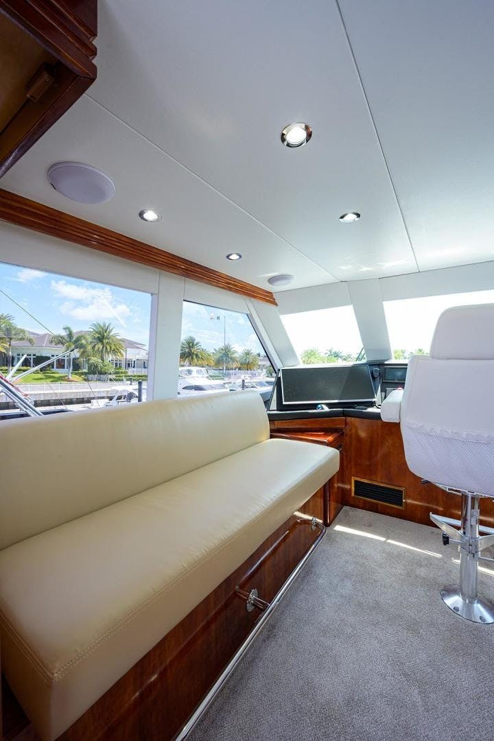 2001 Hatteras 60'  BANDIT 2 | Picture 7 of 37