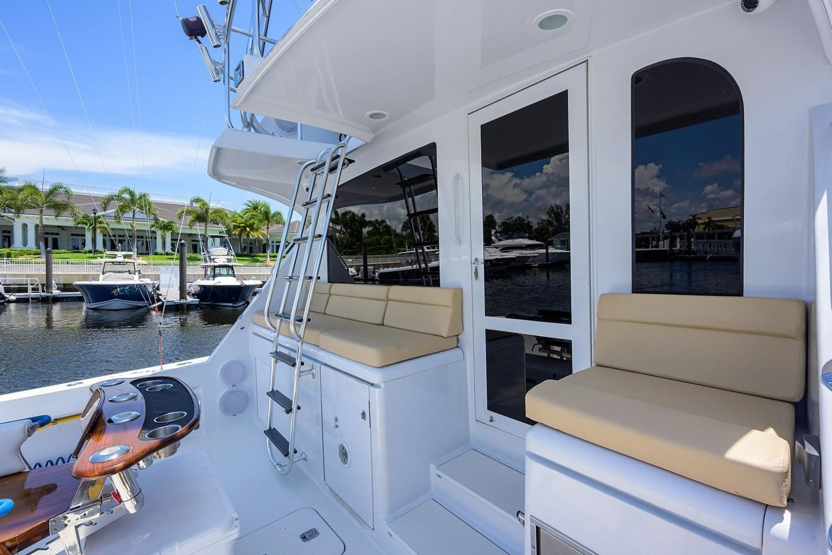 2001 Hatteras 60'  BANDIT 2 | Picture 2 of 37
