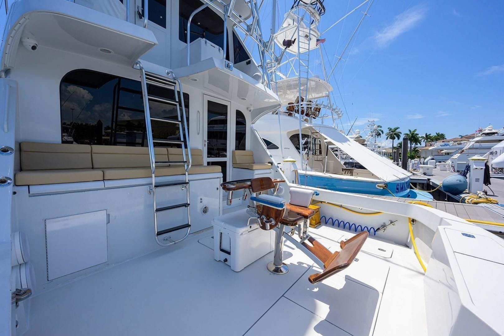2001 Hatteras 60'  BANDIT 2 | Picture 8 of 37