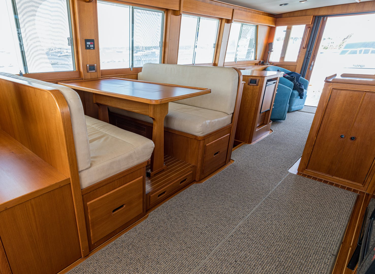 2001 Grand Banks 52' Europa 52 Pour Vous   Picture 5 of 33