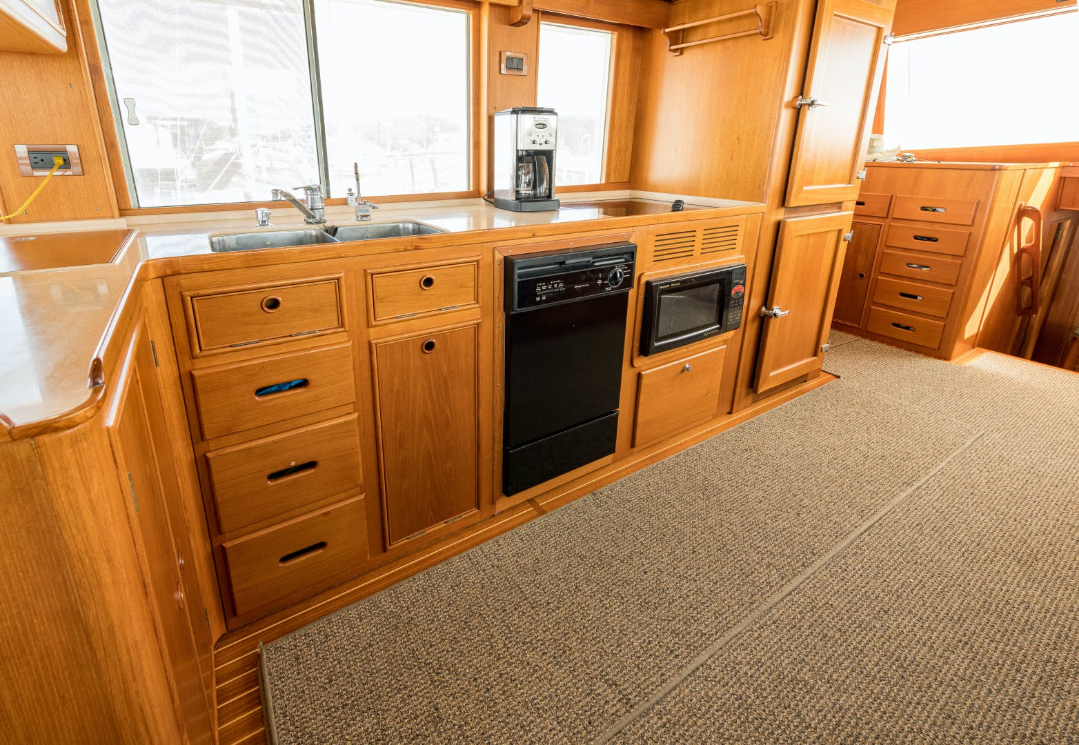 2001 Grand Banks 52' Europa 52 Pour Vous   Picture 4 of 33