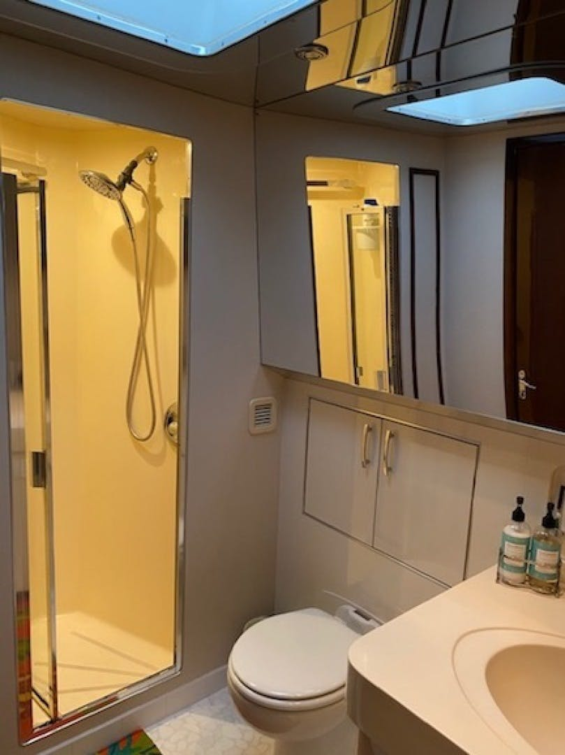 1992 Hatteras 67' Extended Deckhouse Loafers Paradise | Picture 7 of 38
