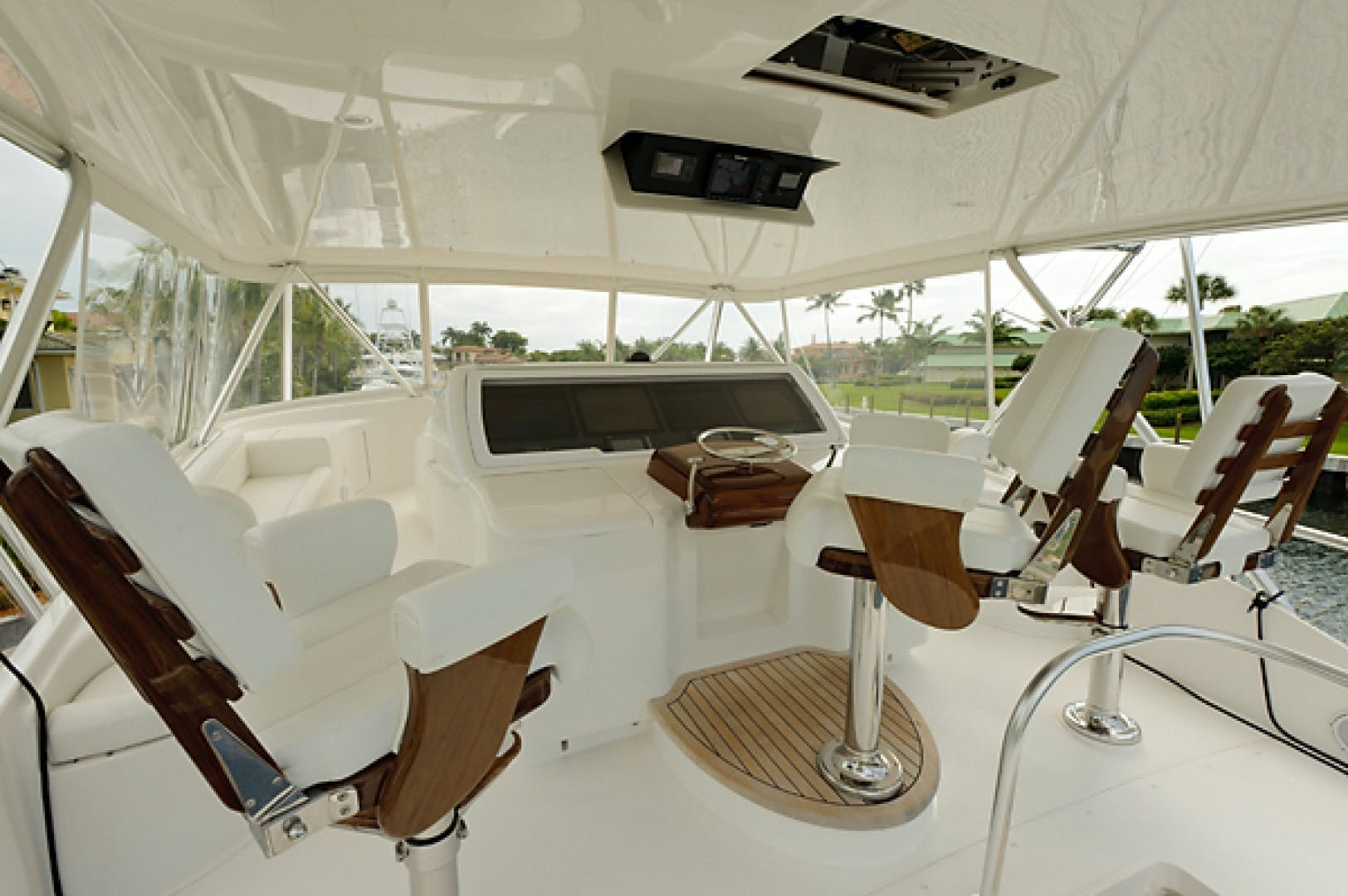 2010 Viking 82' 82 Convertible NINA MARIE | Picture 6 of 40