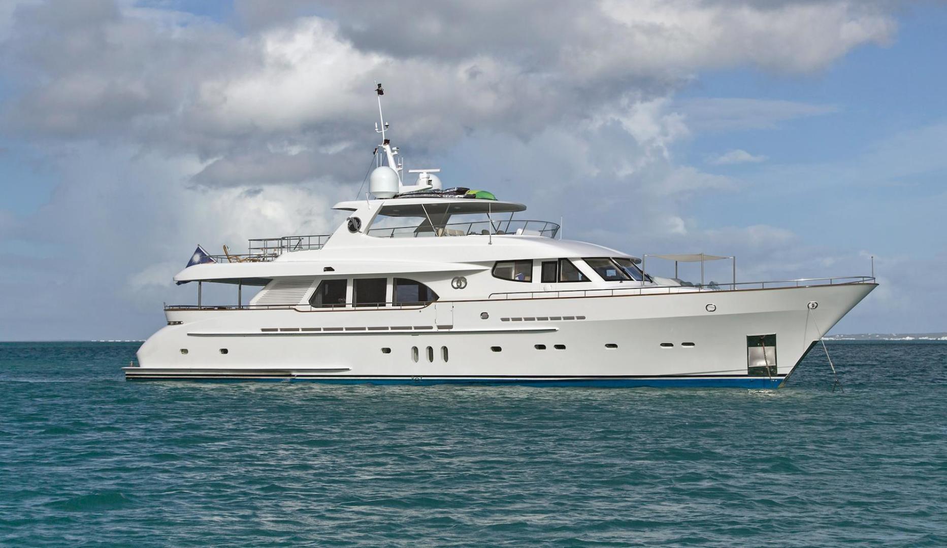 "2009 Moonen 98' Flybridge Motor Yacht ""PURA VIDA"""
