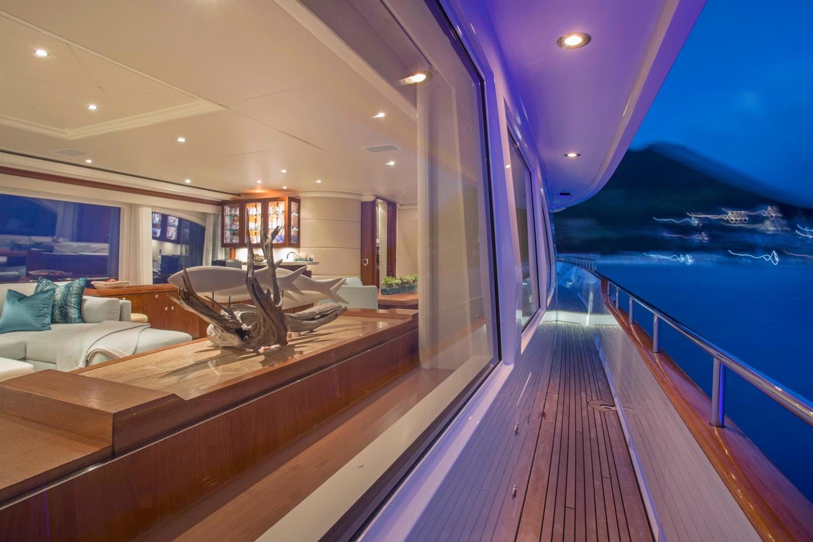 2009 Moonen 98' Flybridge Motor Yacht PURA VIDA | Picture 7 of 52