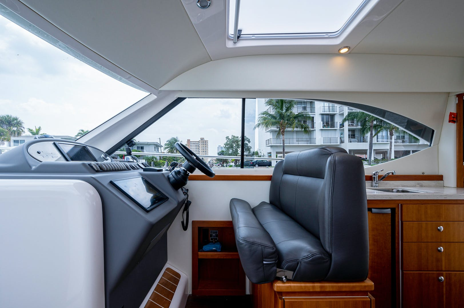2017 Riviera 36' 3600 Sport Yacht  | Picture 1 of 41