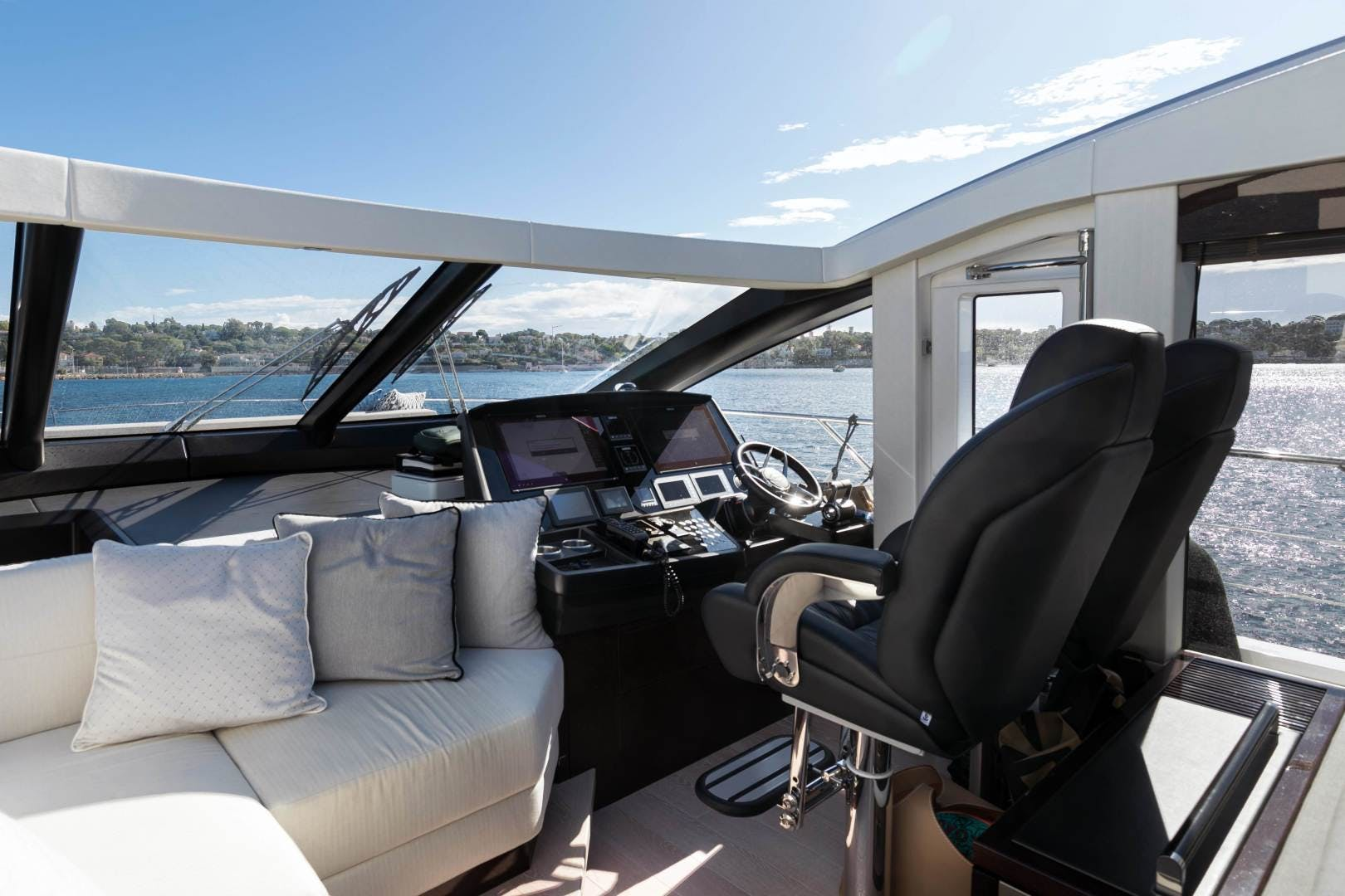 2019 Sunseeker 74'  H | Picture 8 of 31