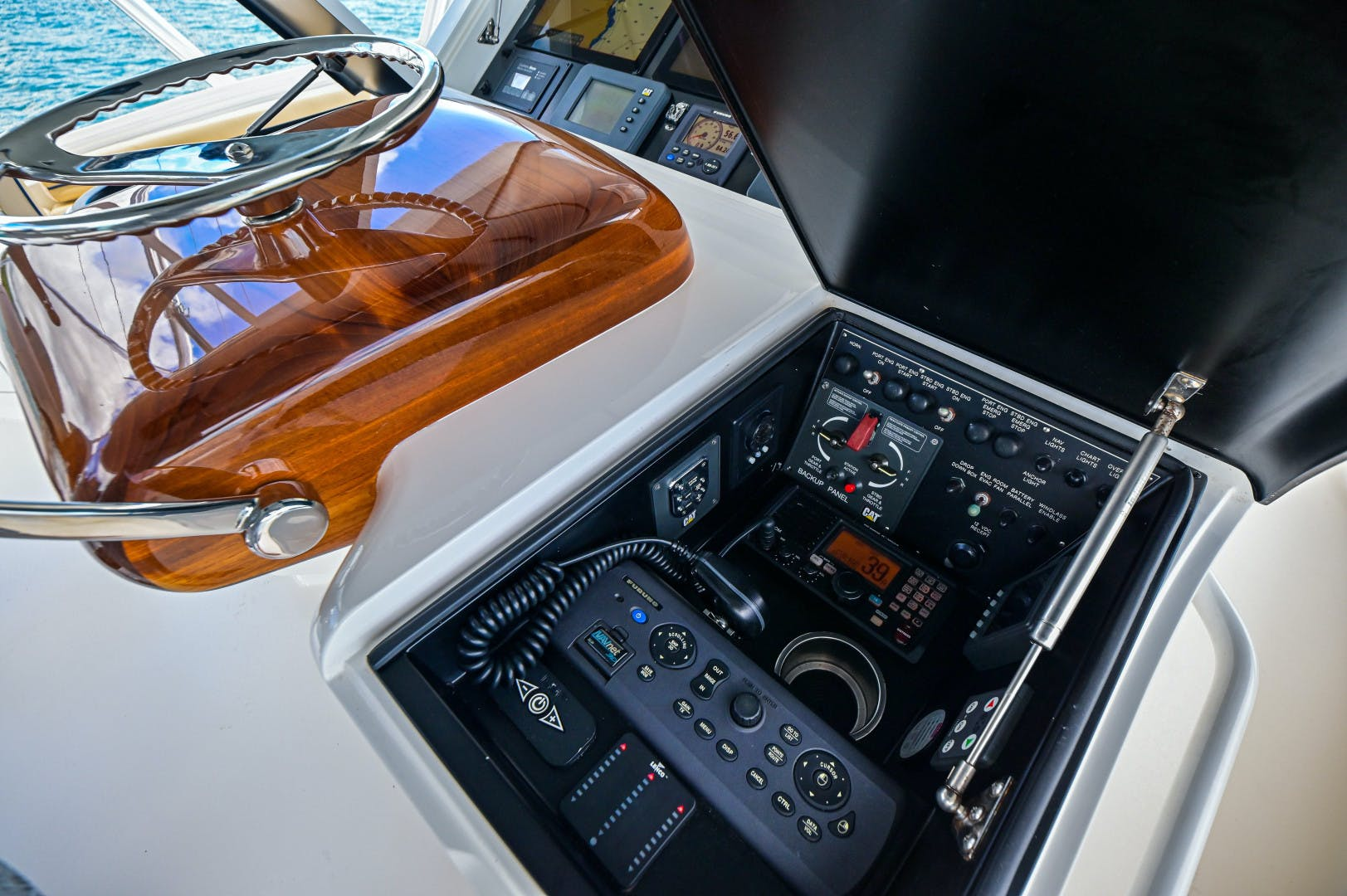 2015 Viking 62' 62 Convertible HT Hook | Picture 7 of 80