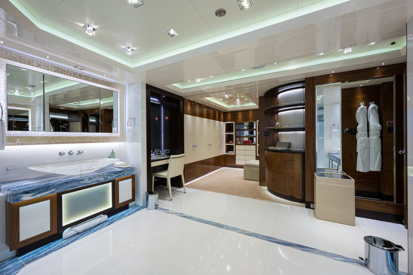 2012 Turquoise 238'  QUANTUM OF SOLACE | Picture 1 of 54