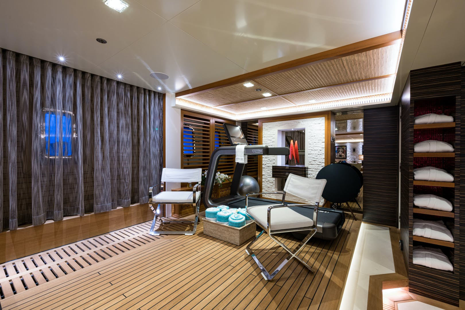 2012 Turquoise 238'  QUANTUM OF SOLACE | Picture 6 of 46