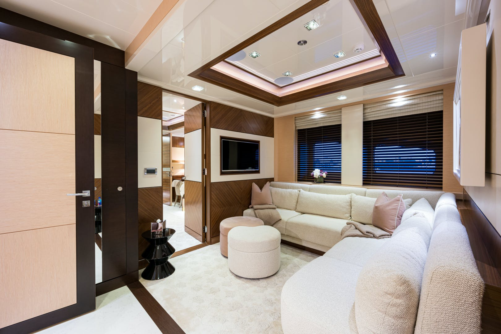2012 Turquoise 238'  QUANTUM OF SOLACE | Picture 5 of 54