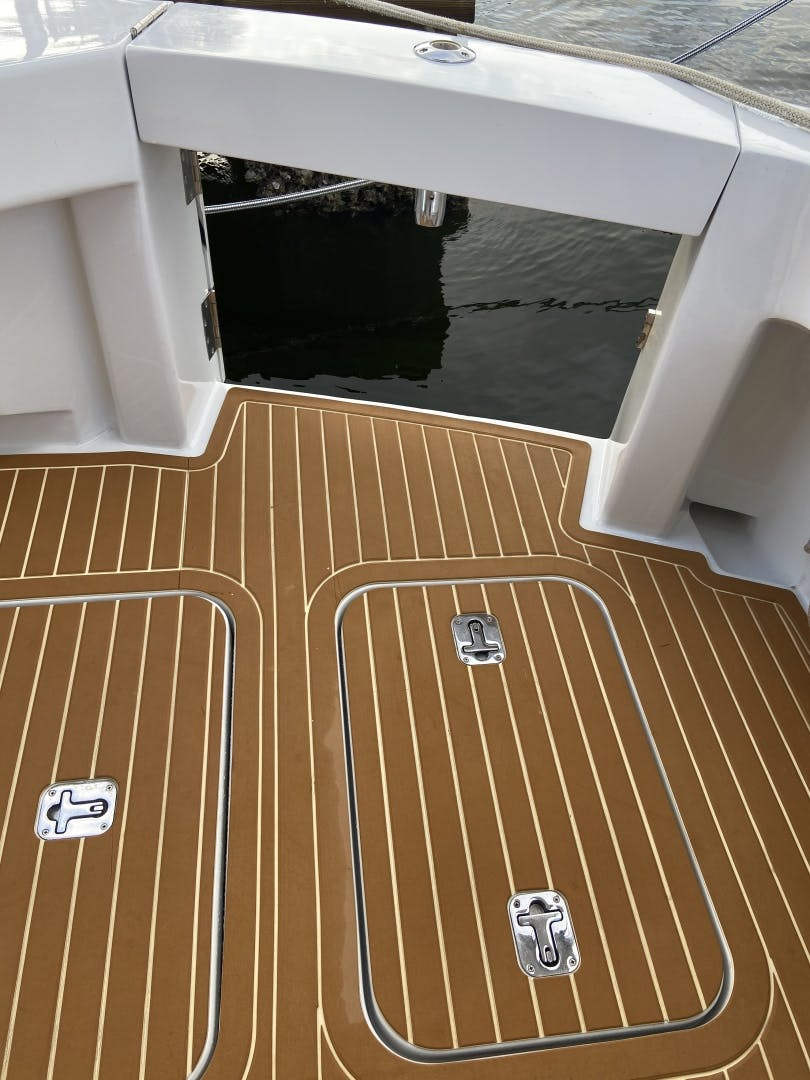 2002 Hatteras 60'   | Picture 4 of 36