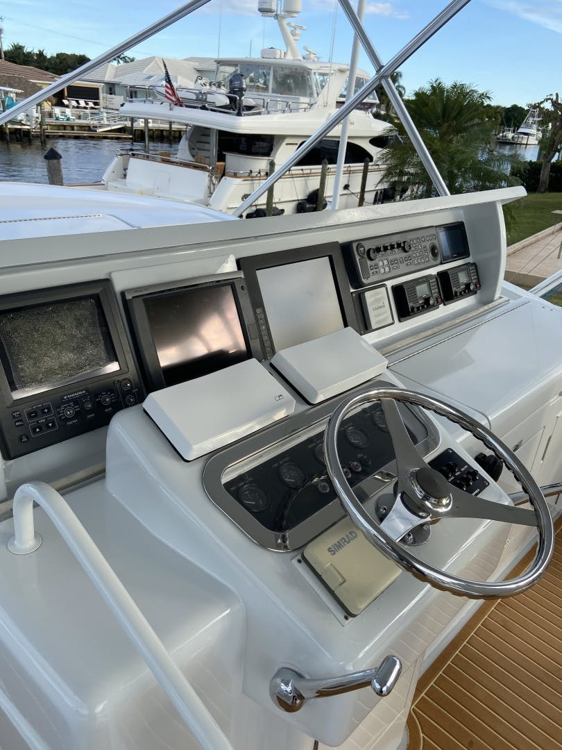 2002 Hatteras 60'   | Picture 3 of 36