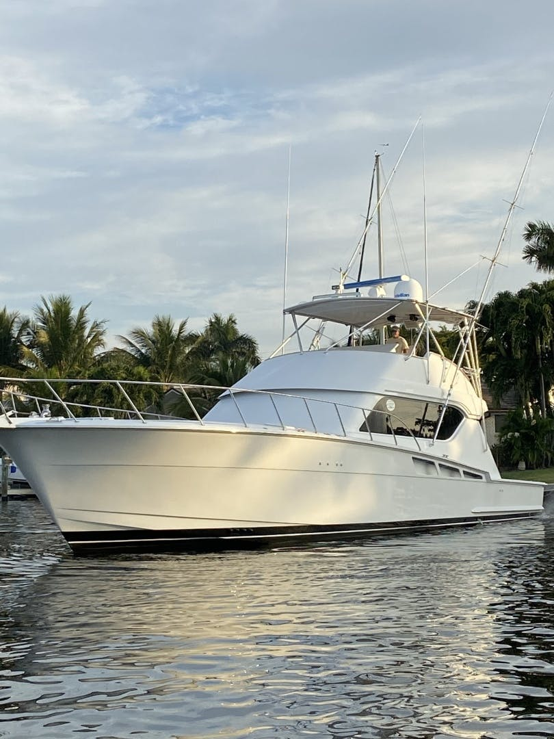 2002 Hatteras 60'   | Picture 2 of 36