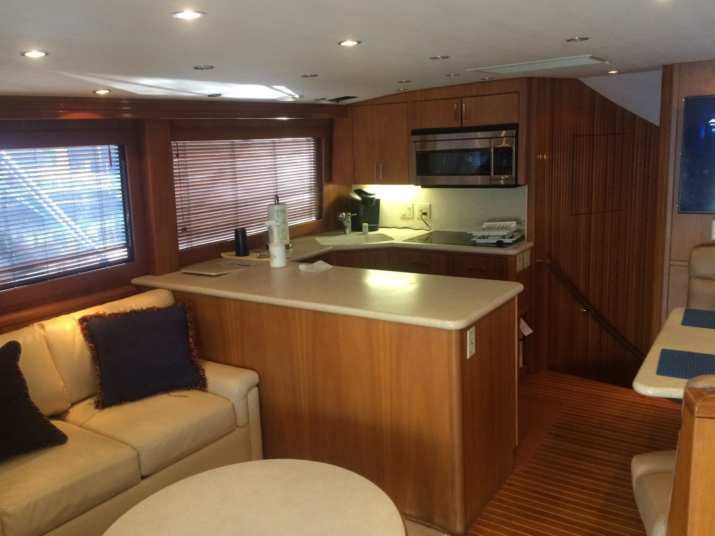 2002 Hatteras 60'   | Picture 5 of 36
