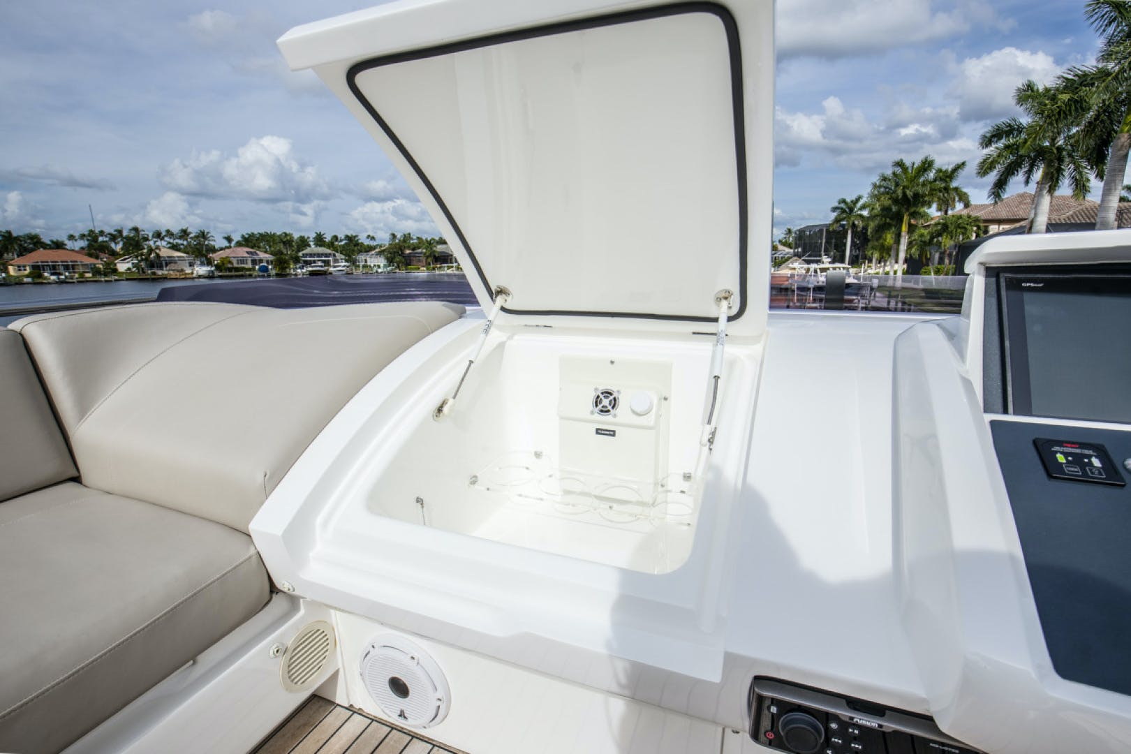 2019 Princess 65' S65 Paragon | Picture 2 of 81