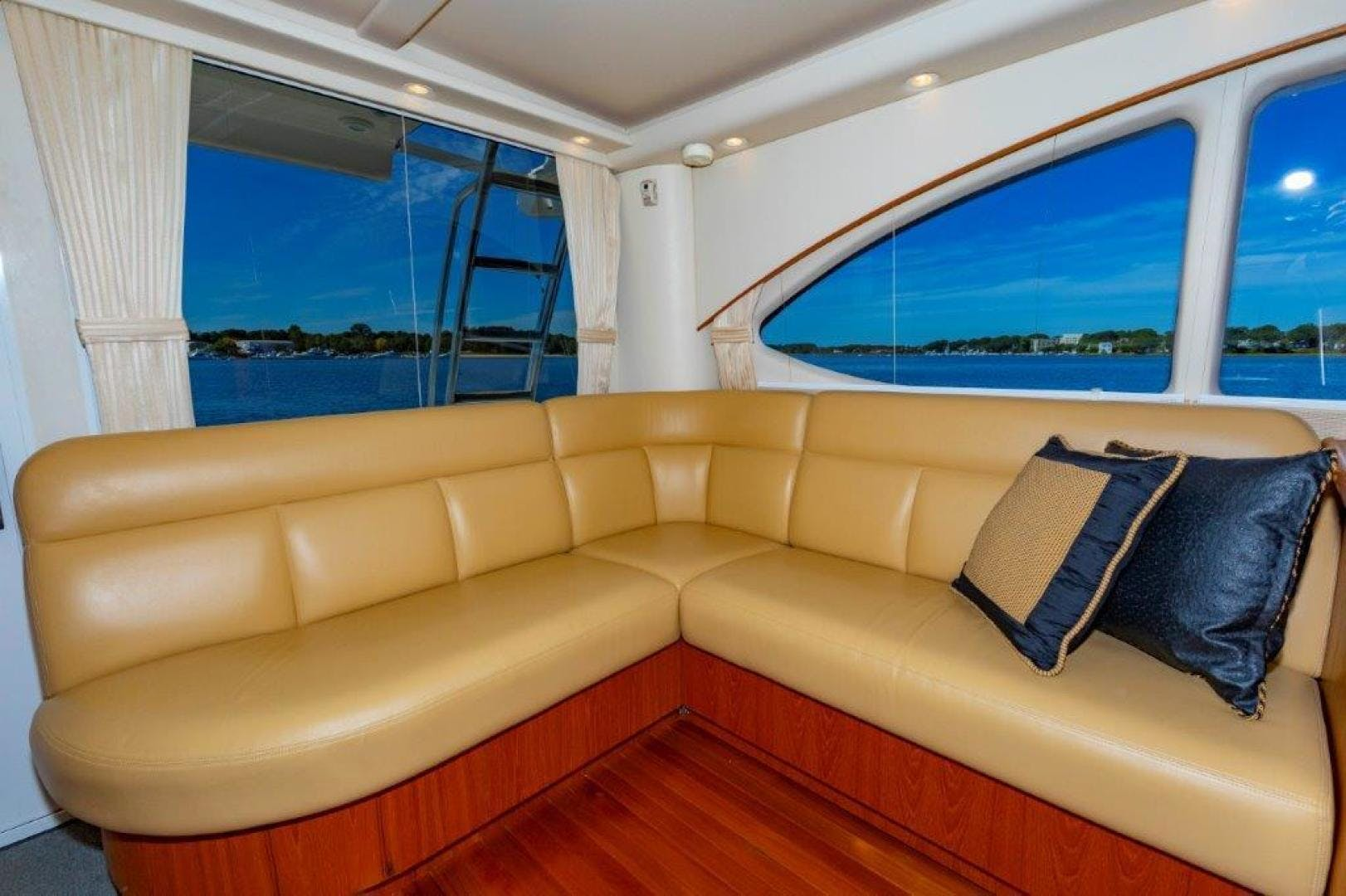 2013 Tiara Yachts 39' Convertible ALLIE CAT | Picture 2 of 50