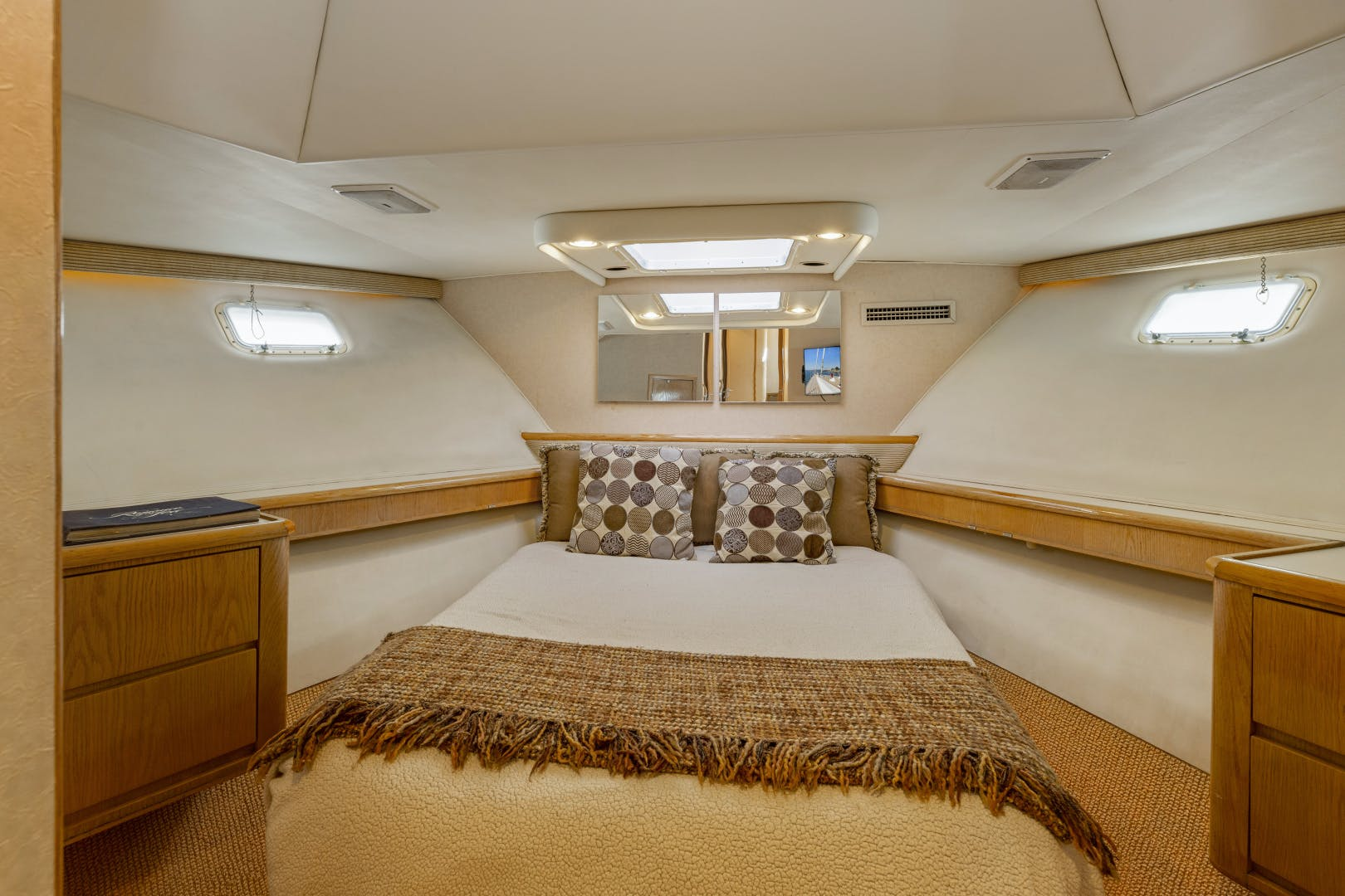 1993 Hatteras 70' Cockpit Motoryacht DAYDREAMER IV | Picture 7 of 43