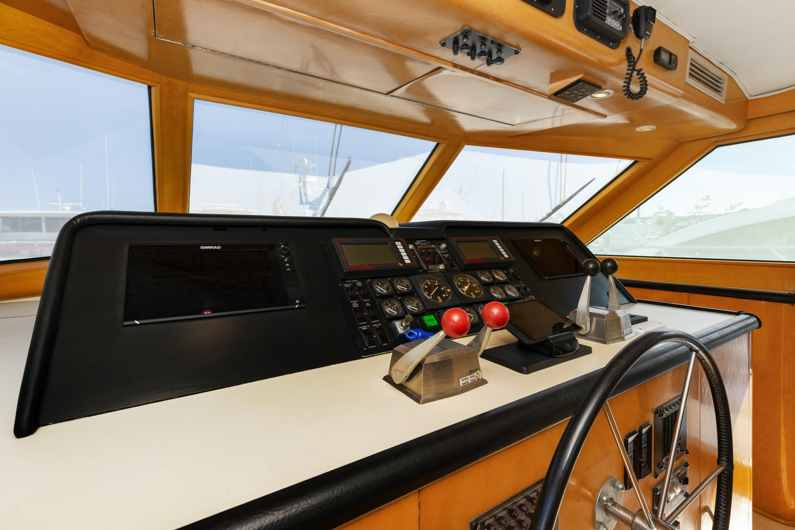 1993 Hatteras 70' Cockpit Motoryacht DAYDREAMER IV | Picture 5 of 43