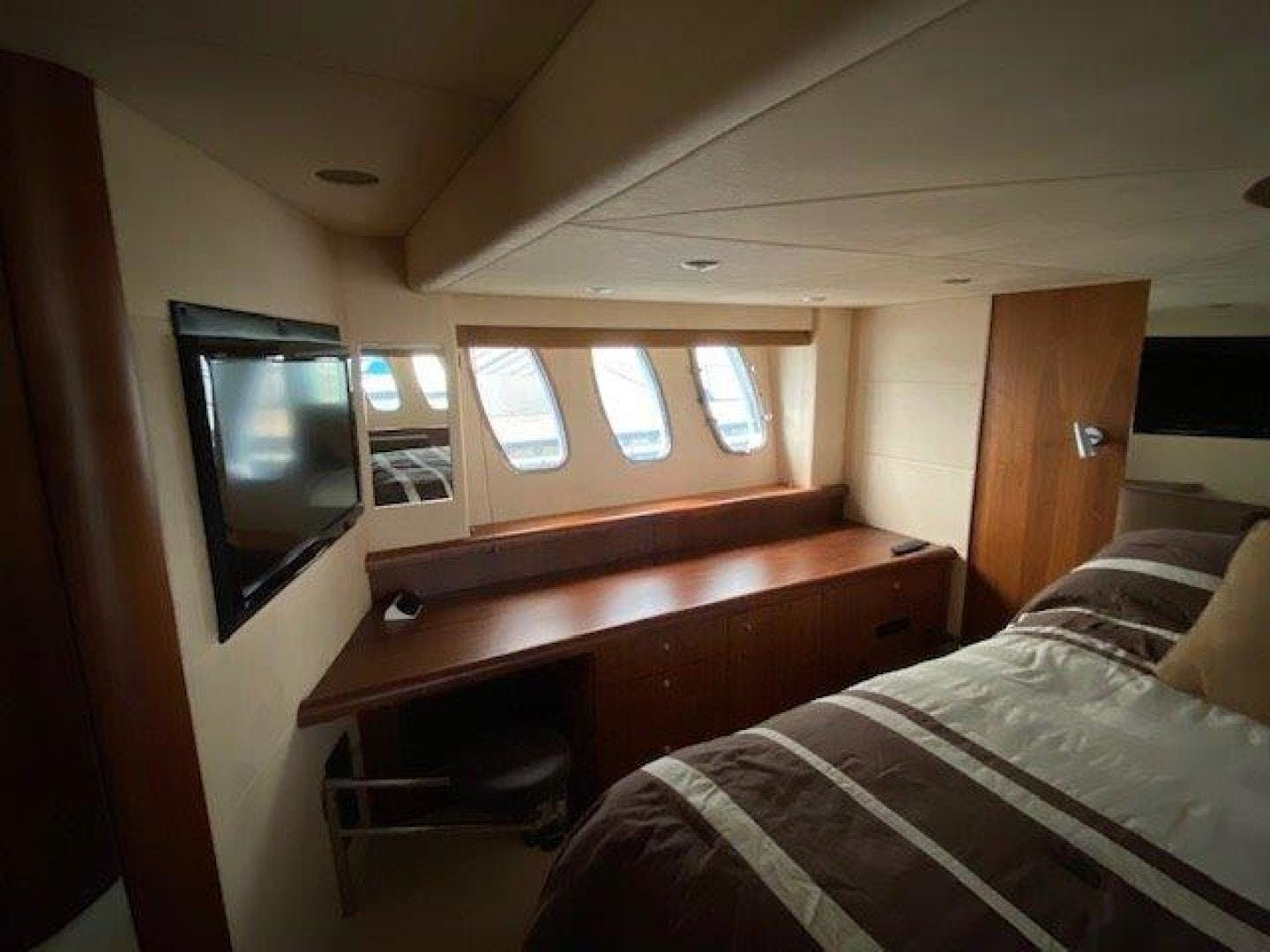 2009 Sunseeker 64' 62 PREDATOR  | Picture 5 of 48