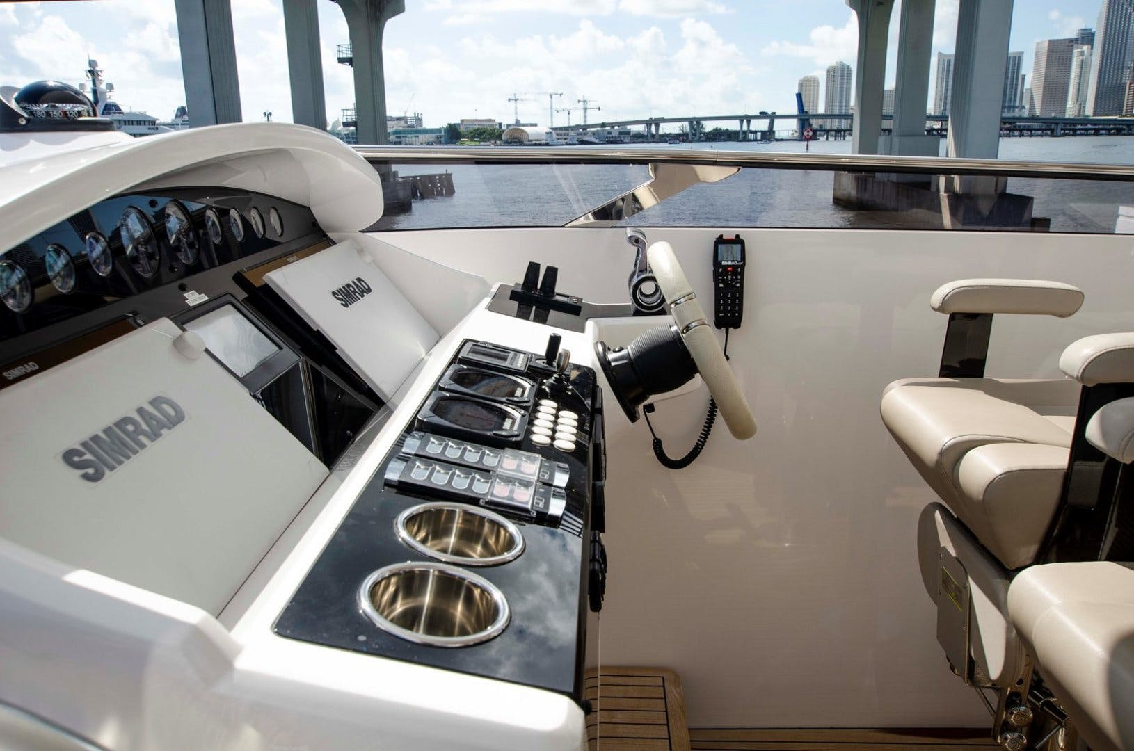 2017 Sunseeker 92' YACHT 95  | Picture 6 of 27