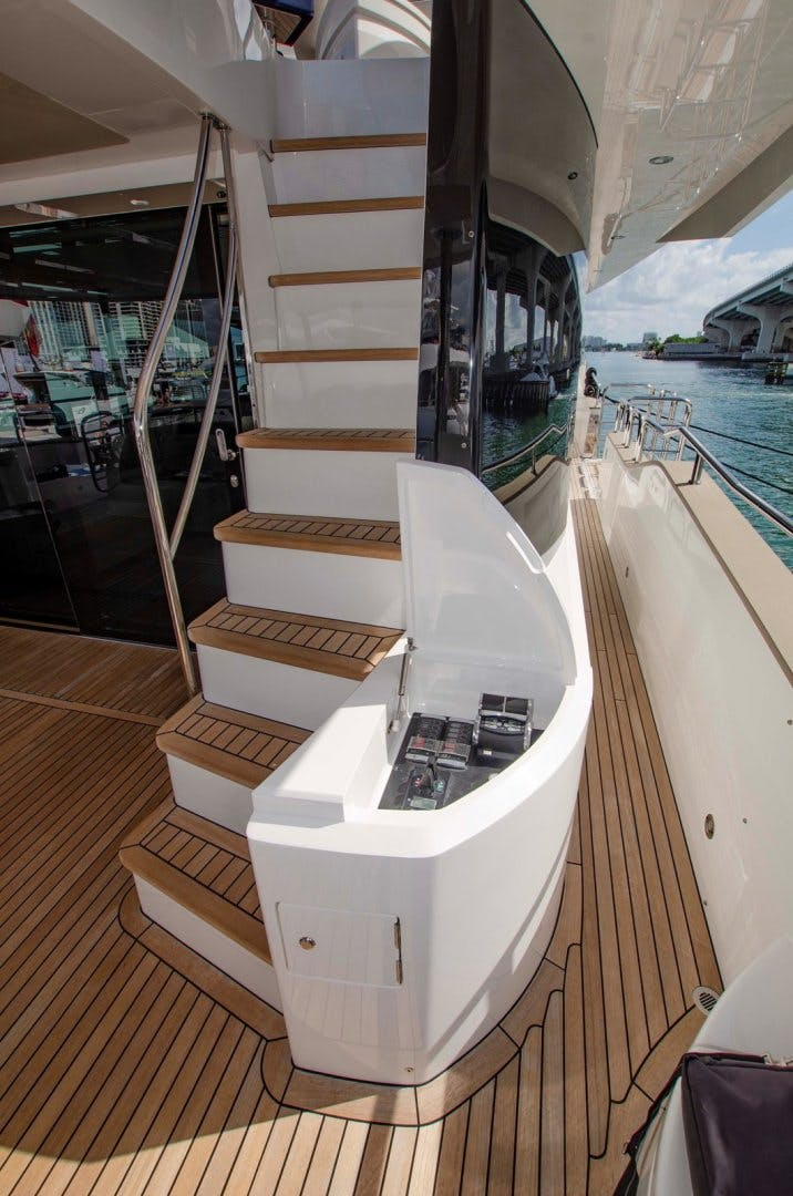 2017 Sunseeker 92' YACHT 95  | Picture 3 of 27